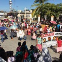 En Pinotepa UCIDEBACC demanda reconocimiento de sus escuelas