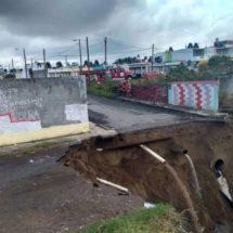 Rellenan socavón con arena en Veracruz; vecinos solicitan muro de contención