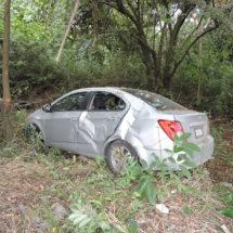 Choque y volcadura en la carretera 145