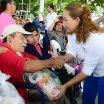 Refrenda María Luisa Vallejo apoyo a los sectores vulnerables… Reciben 800 personas con discapacidad alimentos de manos de Presidenta DIF