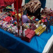 Líderes sociales protegen a vendedores ambulantes con venta de pirotecnia