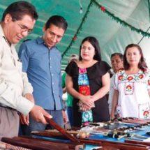 Apoya gobierno de Alejandro López Jarquín a artesanos de Arrazola