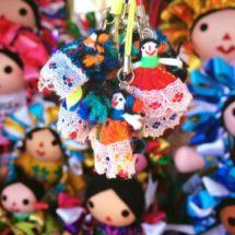 Cómo una muñeca artesanal indígena mexicana venció a una imitación 'hecha en China'