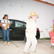Alegre tradición renace en una dolida Juchitán, Oaxaca