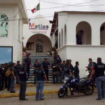 Policías se rebelan en Matías Romero, Oaxaca