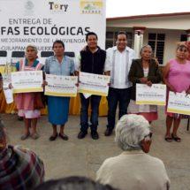 Diputado Toribio López Sánchez entrega Estufas Ecológicas en Cuilápam de Guerrero