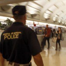 México y EEUU evalúan la posibilidad de llevar alguaciles estadounidenses armados en vuelos comerciales