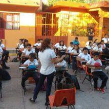 Alumnos de Oaxaca toman clases en las calles para exigir reconstrucción de sus escuelas