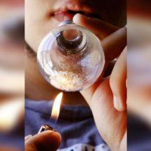 Jóvenes de Oaxaca «se clavan» en el cristal