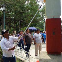 Con tequio Bautista Dávila mejora imagen urbana del parque de La Piragua
