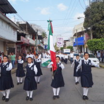 Gobierno de Tuxtepec llevó a cabo imponente desfile de Banderas de México