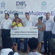 Beneficia gobierno del estado a 800 mujeres con préstamo personal
