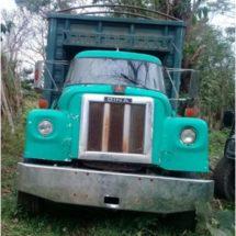 Estatales aseguran camión abandonado