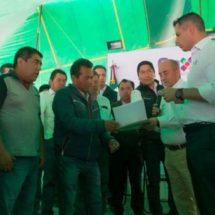 Reciben escuelas de la Mixteca mobiliario y equipo por 1.2 mdp