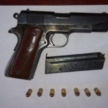DETIENE POLICÍA ESTATAL A MUJER ARMADA Y RECUPERA CAMIONETA ROBADA