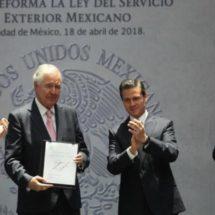 EPN promulga reforma a la Ley del Servicio Exterior Mexicano