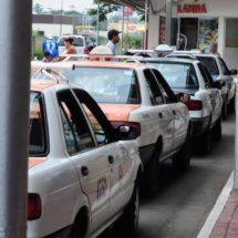 523 taxis pueden dar el servicio en Tuxtepec: Carlos Cobos