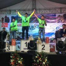 Reciben maratonistas verduras como premio