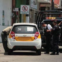 Secuestran a pasajera de taxi; el ruletero no aparece