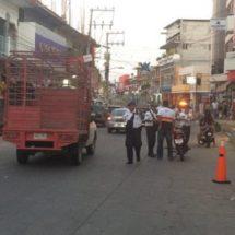 En Pinotepa ponen en marcha operativo para concienciar a automovilistas sobre reglamento de tránsito
