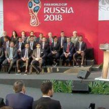 Enrique Peña Nieto abandera a la selección mexicana