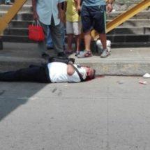 Ejecutan a balazos a policía vial frente al Seguro social