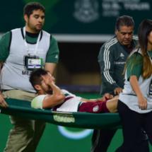 ¿Se cae del Mundial? Néstor Araujo sale de la concentración de México