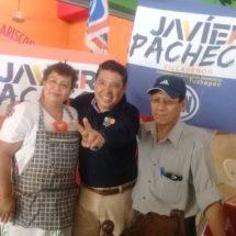 Recorre Javier Pacheco calles y comercios en la Piragua