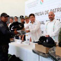 Refuerzan estrategias de seguridad en Salina Cruz; dotan de más patrullas a policías