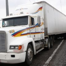 CANACO pide haya seguridad al salir trailers cargados con mercancía