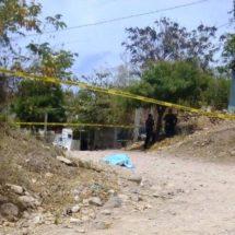 Asesinan a una mujer en Acatlán