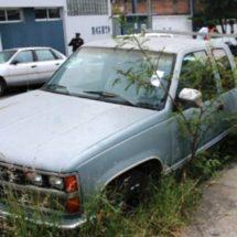 Policía de vialidad hace la invitación a dueños de vehículos abandonados para que los retiren