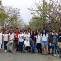 En Pinotepa retiran basura de vías locales