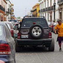 Hacen «franeleros» sucursal de la CDMX en Oaxaca, con protección de la Sección 22