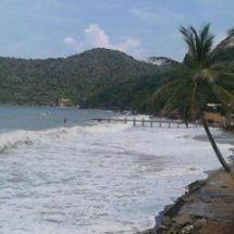 """En riesgo decenas de familias por """"Mar de Fondo"""" en costas de Oaxaca"""