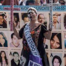 Madres de desaparecidos marchan por la Dignidad Nacional