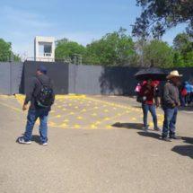Aumenta la presión magisterio; complica operación del aeropuerto de Oaxaca