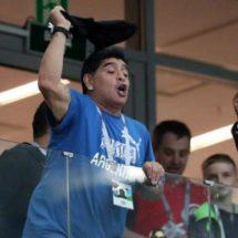 La FIFA se pronunció sobre los gestos de Maradona: «Debe mostrar respeto hacia otros»