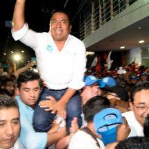 Dávila gana debate en Tuxtepec