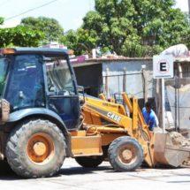 Civiles levantan escombros en Juchitán, Oaxaca