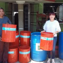 Dona ayuntamiento contenedores de basura para mantener la ciudad limpia
