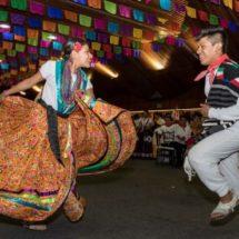 Alegría y folclore del Convite del Primer Lunes del Cerro inunda las calles de Oaxaca