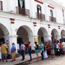 En Juchitán, Oaxaca, colocan casillas electorales junto a escombros provocados por los sismos