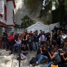 La austeridad y el optimismo marcan el primer mes de la transición en México