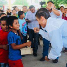 Más de 7 mil pares de zapatos entrega diputado Fernando Huerta
