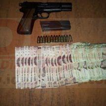 En Loma Bonita… Abandonan en camioneta volcada diez mil pesos y un arma de fuego