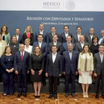 Peña pide a legisladores del PRI agenda basada en principios