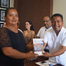 """Gobierno Municipal de Tuxtepec presentó el libro """"Flor de Piña, Visiones y Revisiones"""""""