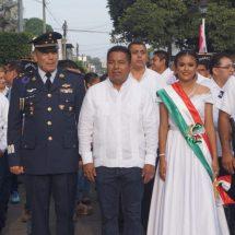 Autoridades encabezan desfile cívico en conmemoración de la independencia de México