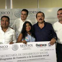 Dávila invitado de honor del Secretario Eviel Pérez  en entrega de recursos y acciones de programas sociales de la SEDESOL